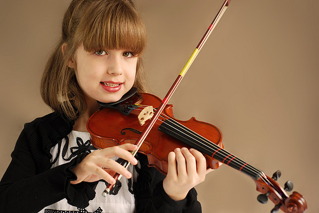 Child playing a Violin | Credit: James Jordan | https://www.flickr.com/people/jamesjordan/