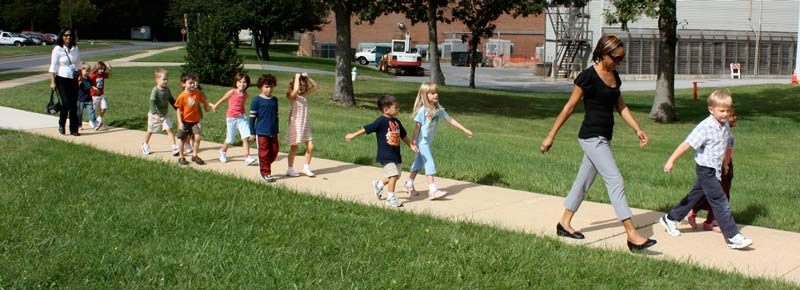 Kids Walking to a Field Trip [Credit: woodleywonderworks | https://www.flickr.com/photos/wwworks/2906616376]